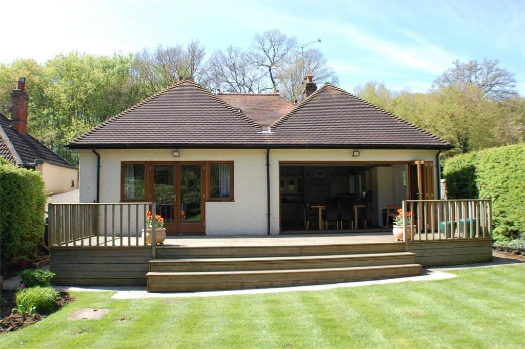 3 Bedroom Detached Bungalow For Sale In Codicote Road Welwyn Village Hertfordshire Al6