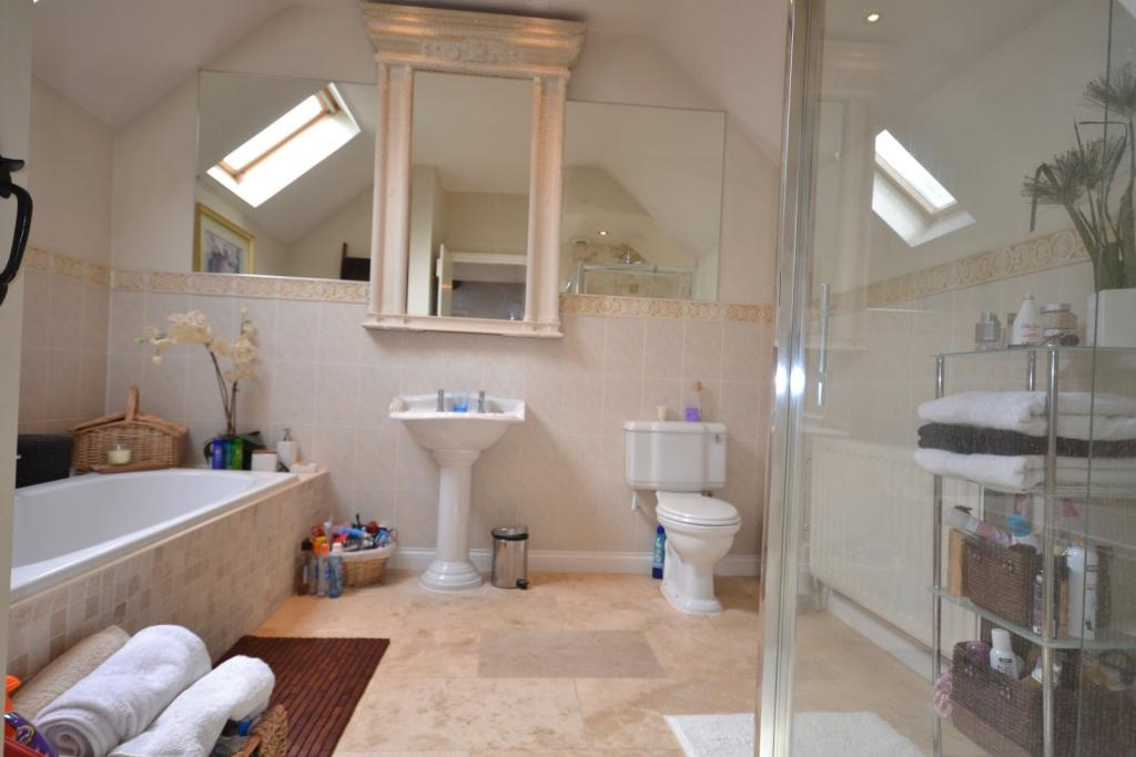 5 bedroom barn conversion for sale in chelford road for Barn conversion bathroom ideas