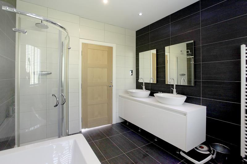 Cream Family Bathroom Design Ideas Photos Inspiration Rightmove Home Ideas