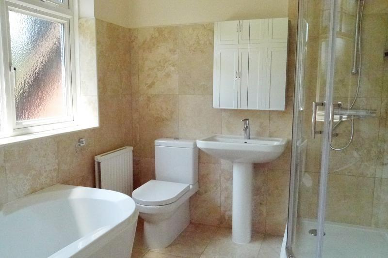 Beige Olive Family Bathroom Design Ideas Photos Inspiration Rightmove Home Ideas