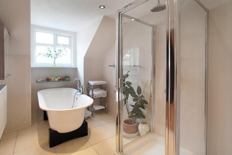 Ensuite ensuite bathroom design ideas photos for Bathroom ideas rightmove