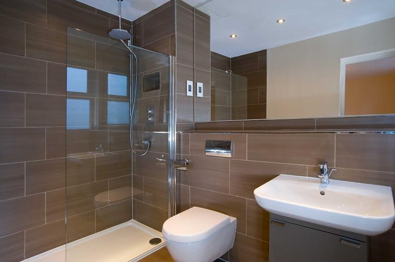 Blue En Suite Ensuite Design Ideas Photos Amp Inspiration Rightmove Home Ideas