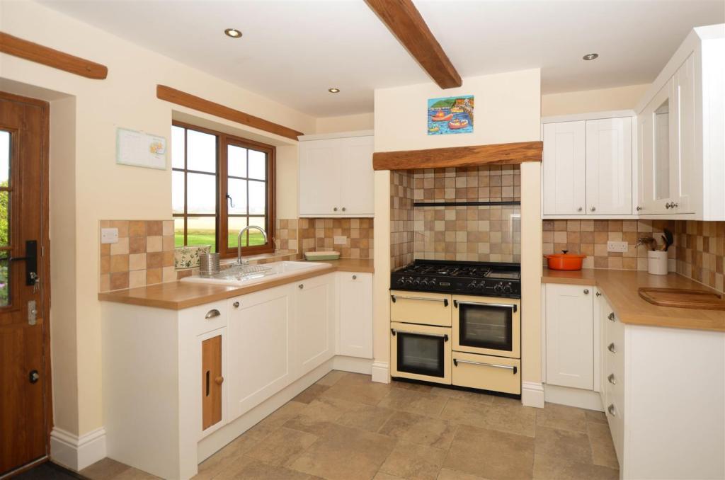 Kitchen 3-9287.jpg