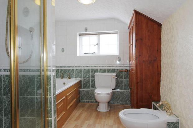Cottage bathroom 1