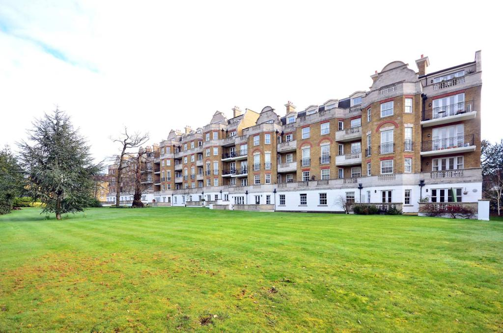 2 Bedroom Flat For Sale In Chapman Square Wimbledon Common Sw19 Sw19
