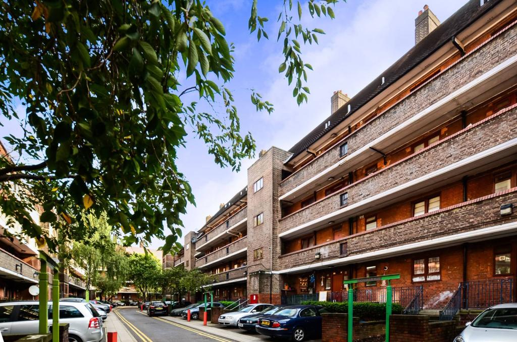2 Bedroom Flat For Sale In Poynders Gardens Clapham South Sw4 Sw4
