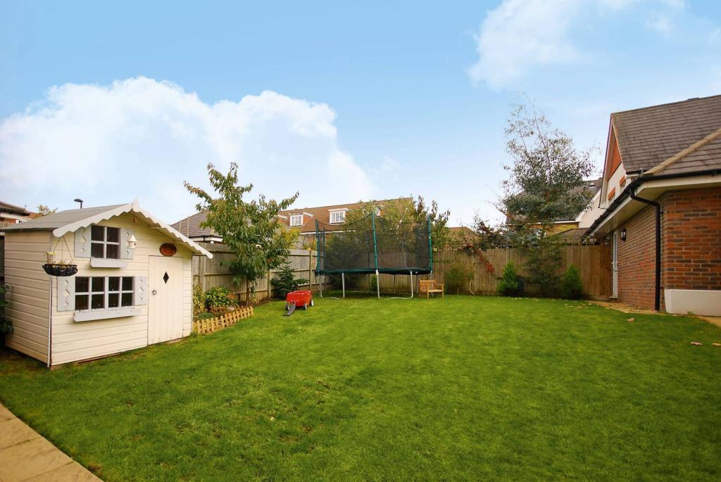 Property For Sale Queen Elizabeth Park Guildford