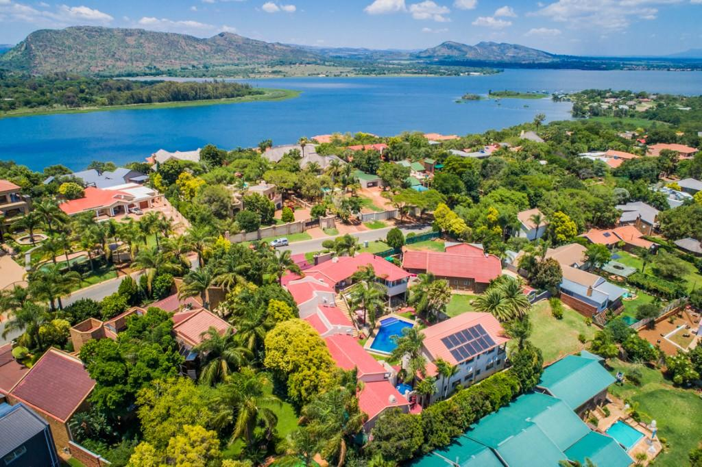 10 bedroom Guest House for sale in Hartbeespoort, North West