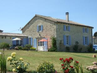 3 bed house for sale in Poitou-Charentes...