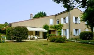 6 bedroom property in Poitou-Charentes...