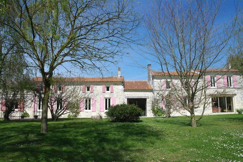 5 bed property in Poitou-Charentes...