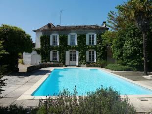 4 bedroom home in Aquitaine, Gironde...