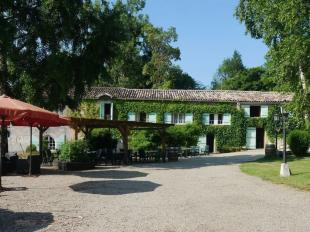 10 bed home in Aquitaine, Gironde...