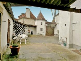 4 bedroom home for sale in Aquitaine...