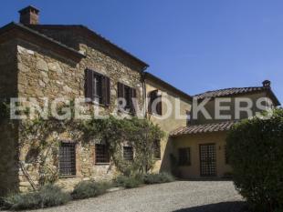 Villa for sale in Lucignano, Arezzo...