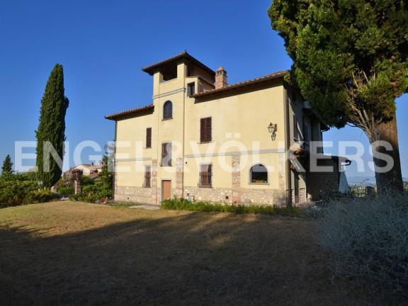 Detached Villa in San Gimignano, Siena...