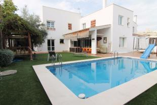 4 bedroom Chalet for sale in Torremolinos, Málaga...