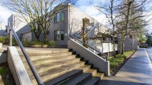 Flat for sale in Oregon, Multnomah County...