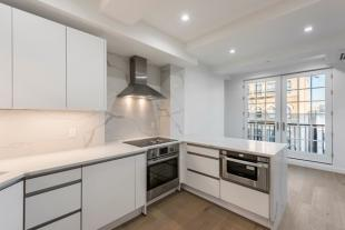 2 bedroom Flat for sale in New York, New York...