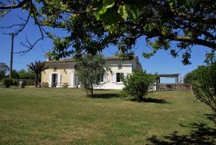 Génissac Cottage for sale