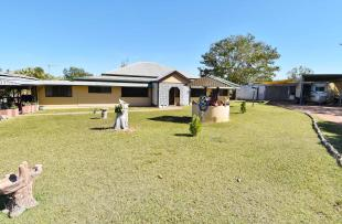 5 bed house in Queensland...