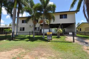4 bedroom house in Queensland...