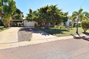 4 bedroom house in Queensland...