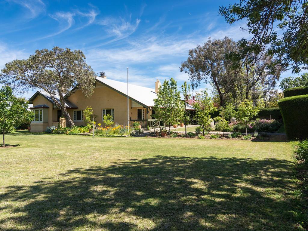 4 bedroom property in Australia