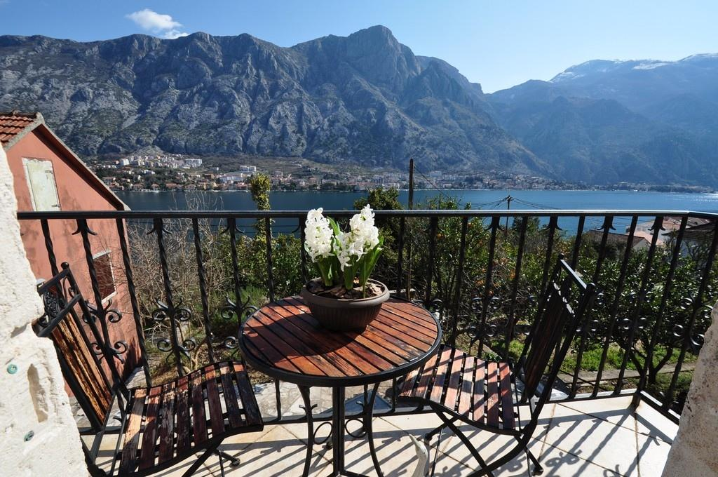 semi detached house in Kotor
