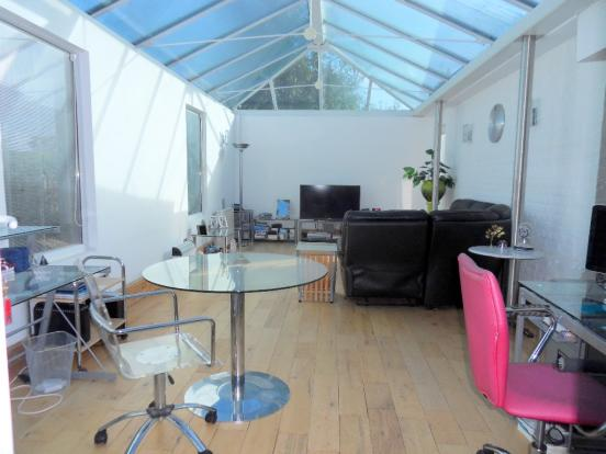 CONSERVATORY/SITTING