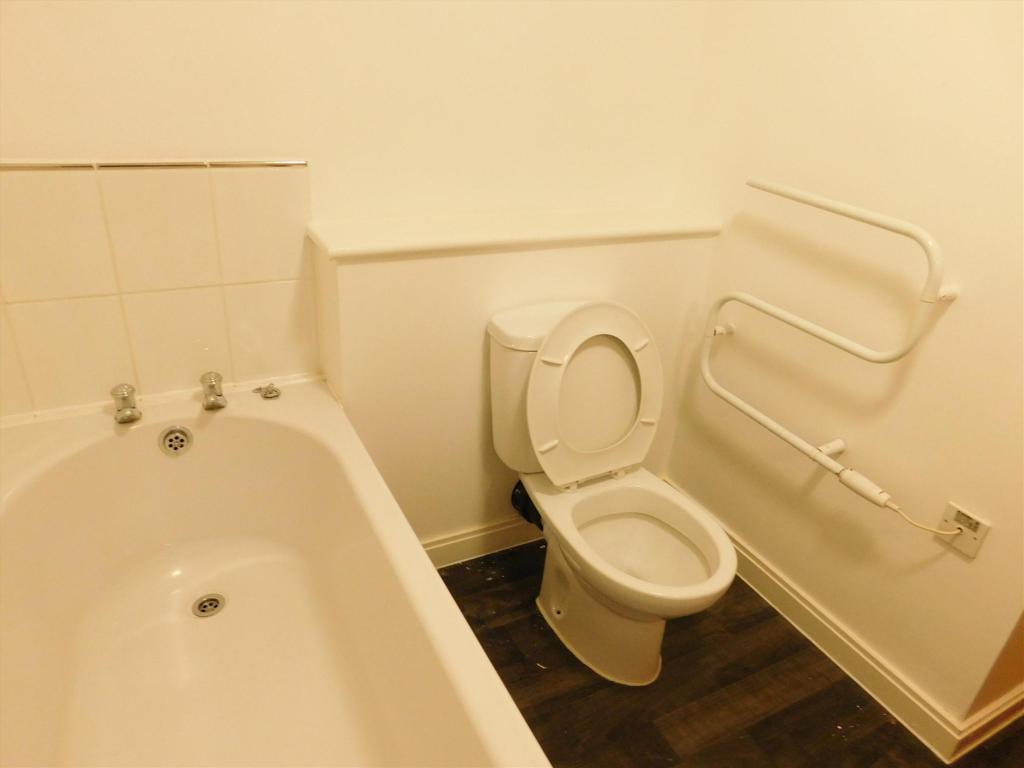 bathroom 4 ren