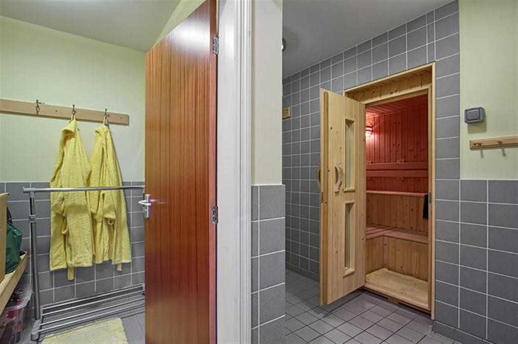 shower/sauna