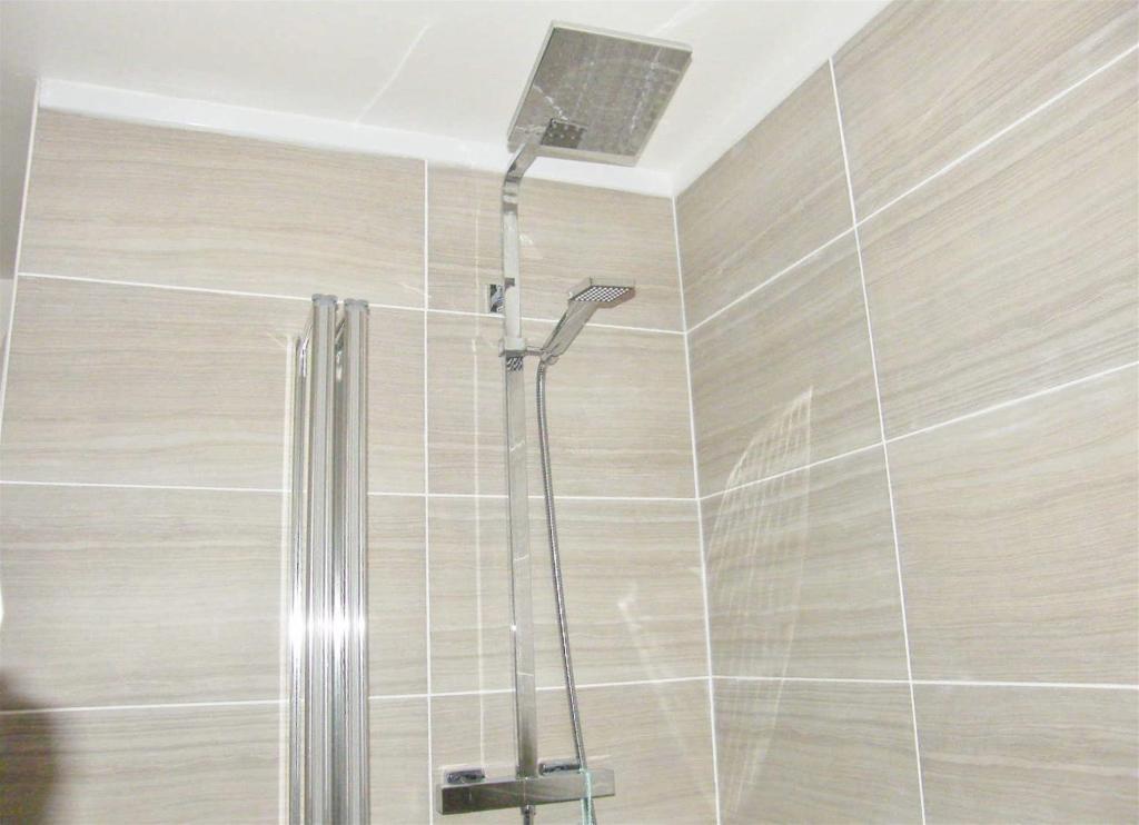 Main Bathroom2