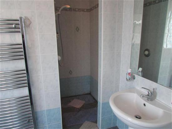SHOWER/ EN SUITE
