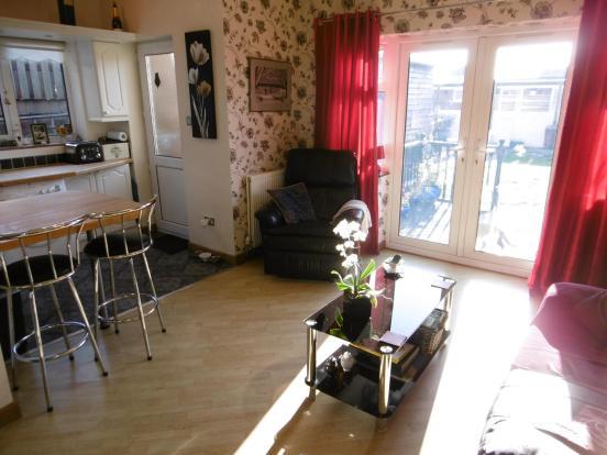Lounge Area (3)
