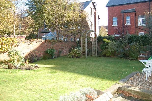 Rear Garden pic1