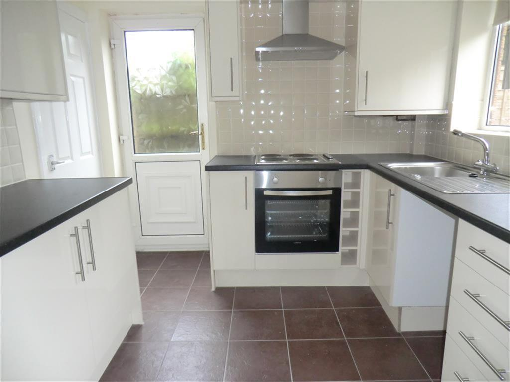 3 bedroom house to rent in lords croft clayton le woods for Separate kitchen units