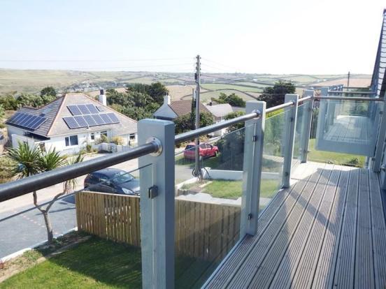 balcony & side view