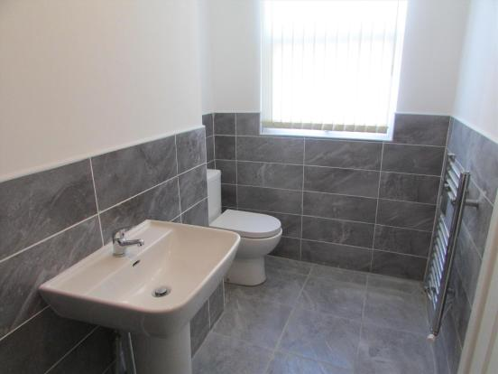 Flat 2 Bathroom