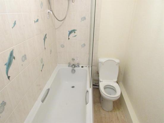 Flat1/ Bathroom