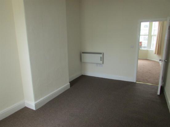 Flat2/ Bedroom