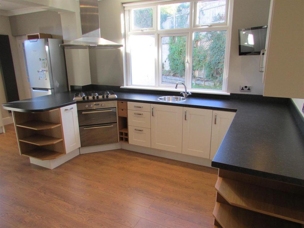 Kitchen Alt 1