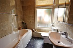 NooklandsCourt Bathroom
