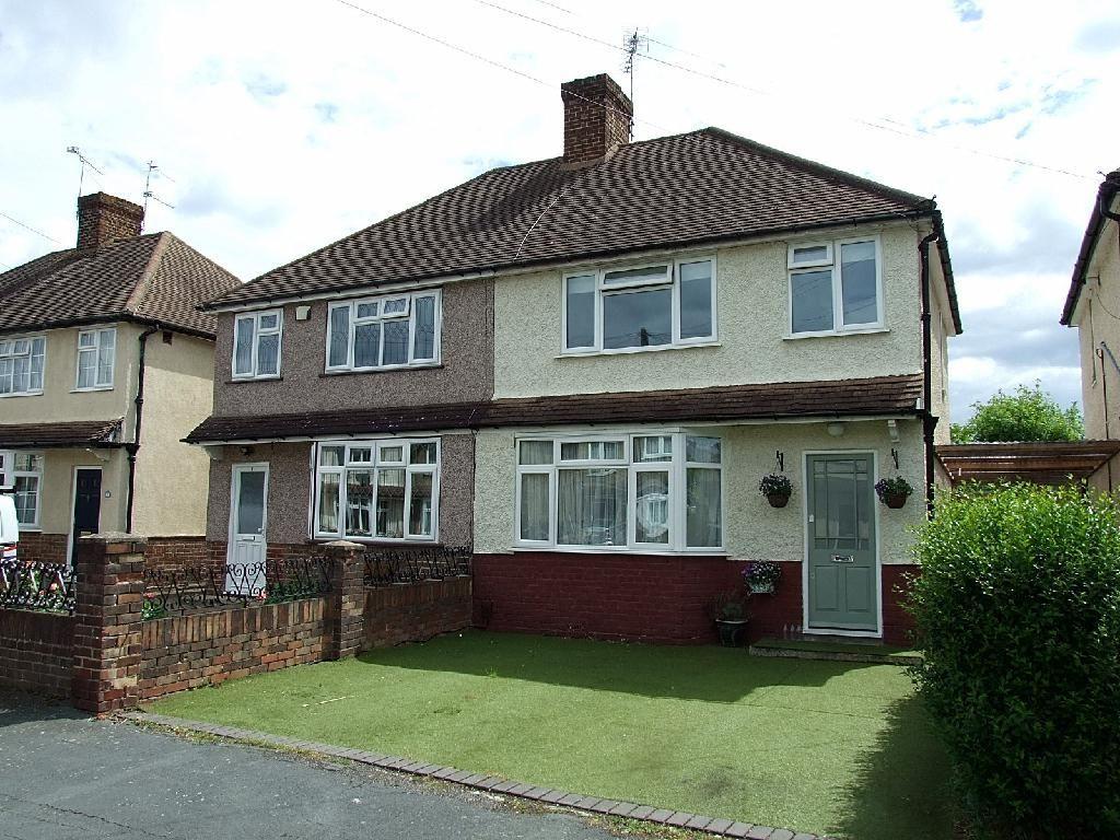 3 Bedroom House For Sale In Wordsworth Road Addlestone Surrey Kt15