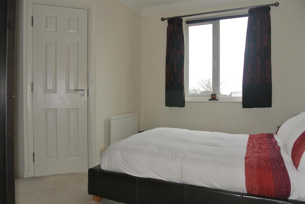 bed 1 en suite door