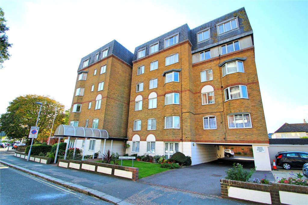 1 Bedroom Apartment For Sale In Oakland Court Gratwicke Road Worthing West Sussex Bn11 Bn11