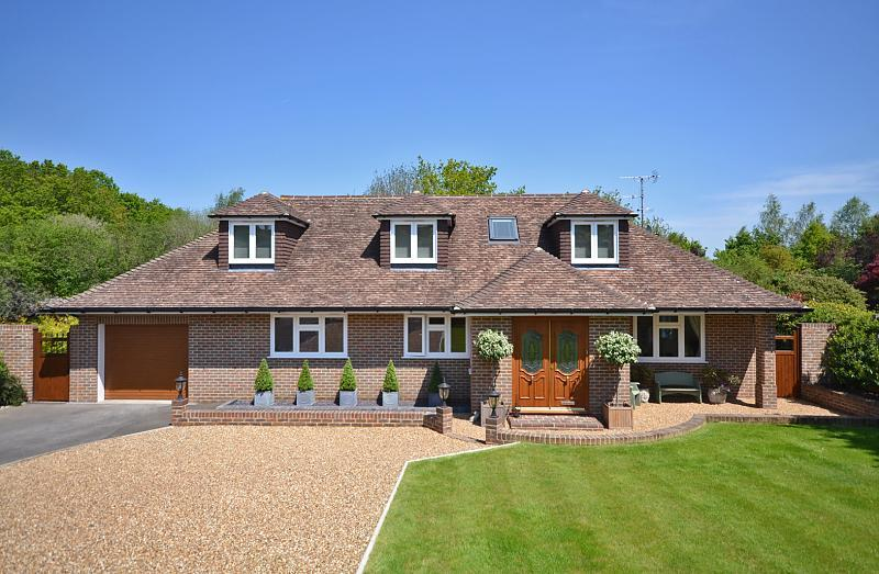 Type of house chalet bungalow for Chalet style bungalow images