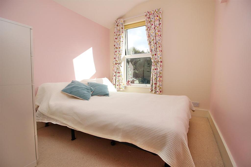 Bed 2n.JPG