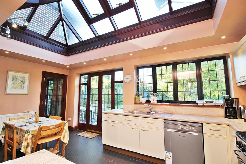 Kitchen orangery.JPG