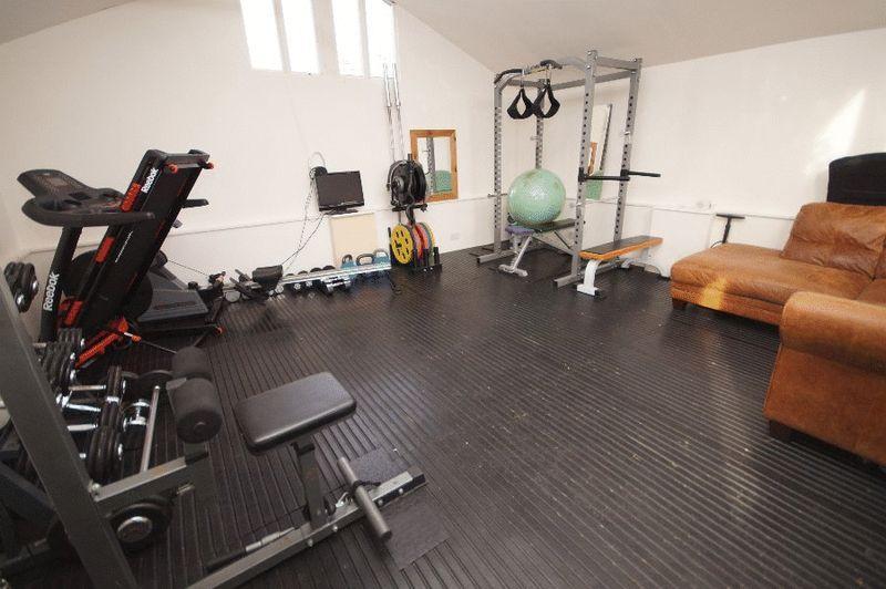 Outbuilding / Gym